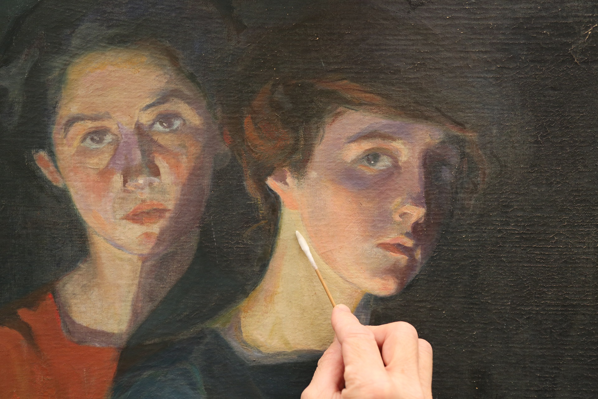 Cleaning The Three Sisters, Elisabeth's face