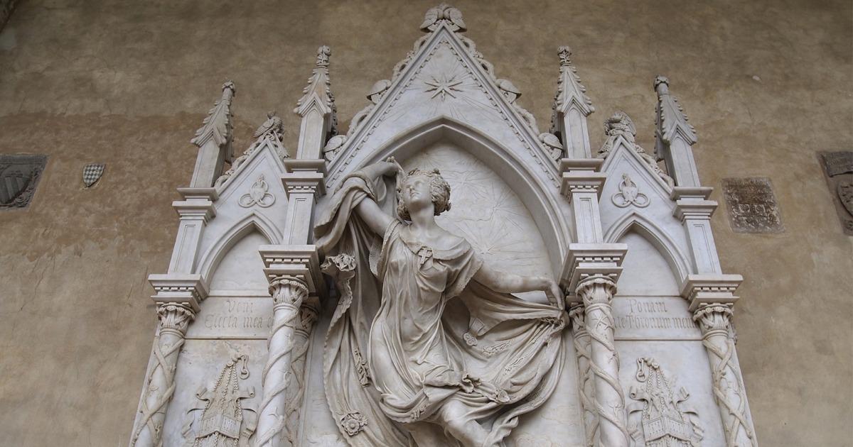 The-funeral-monument-to-Louise-De-Favreau_1_FB.jpg