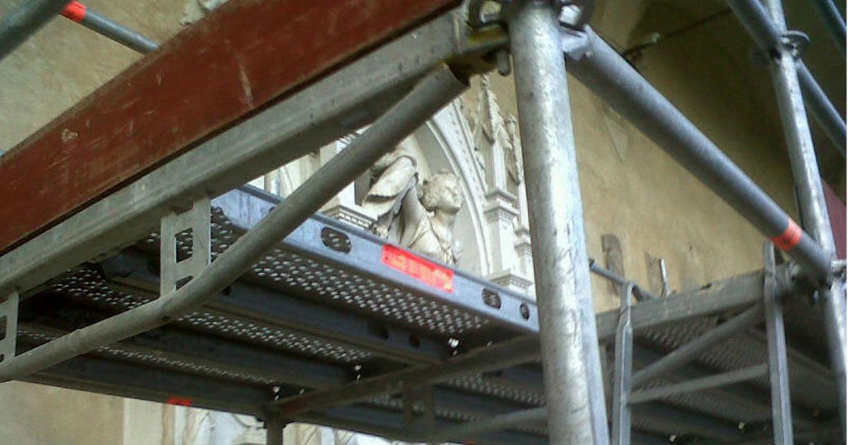 The-funeral-monument-to-Louise-De-Favreau_2_FB.jpg