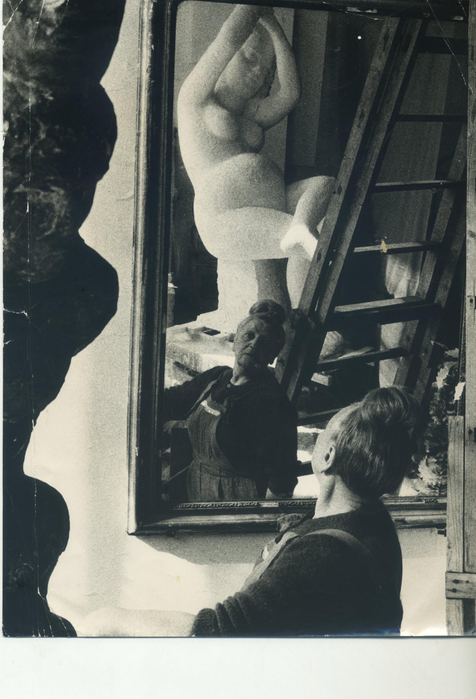 A vintage photo of Antonietta Raphael Mafai in her studio