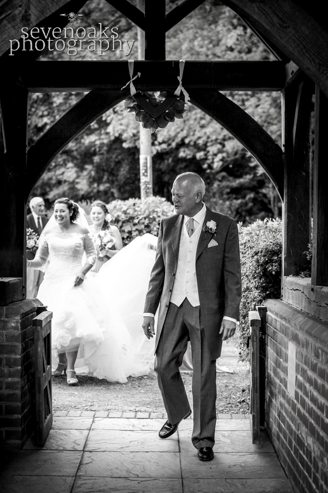 Sevenoaks documentary wedding photographer-76.jpg