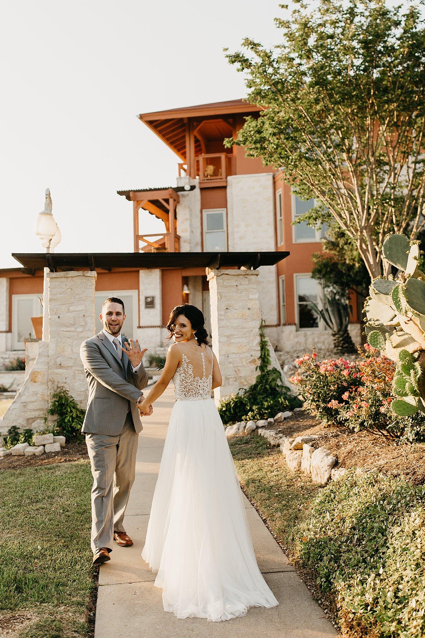 Wilderlove Co_Austin Texas_Lake Travis_Vintage Villas Hotel_Wedding Photography_0046.jpg