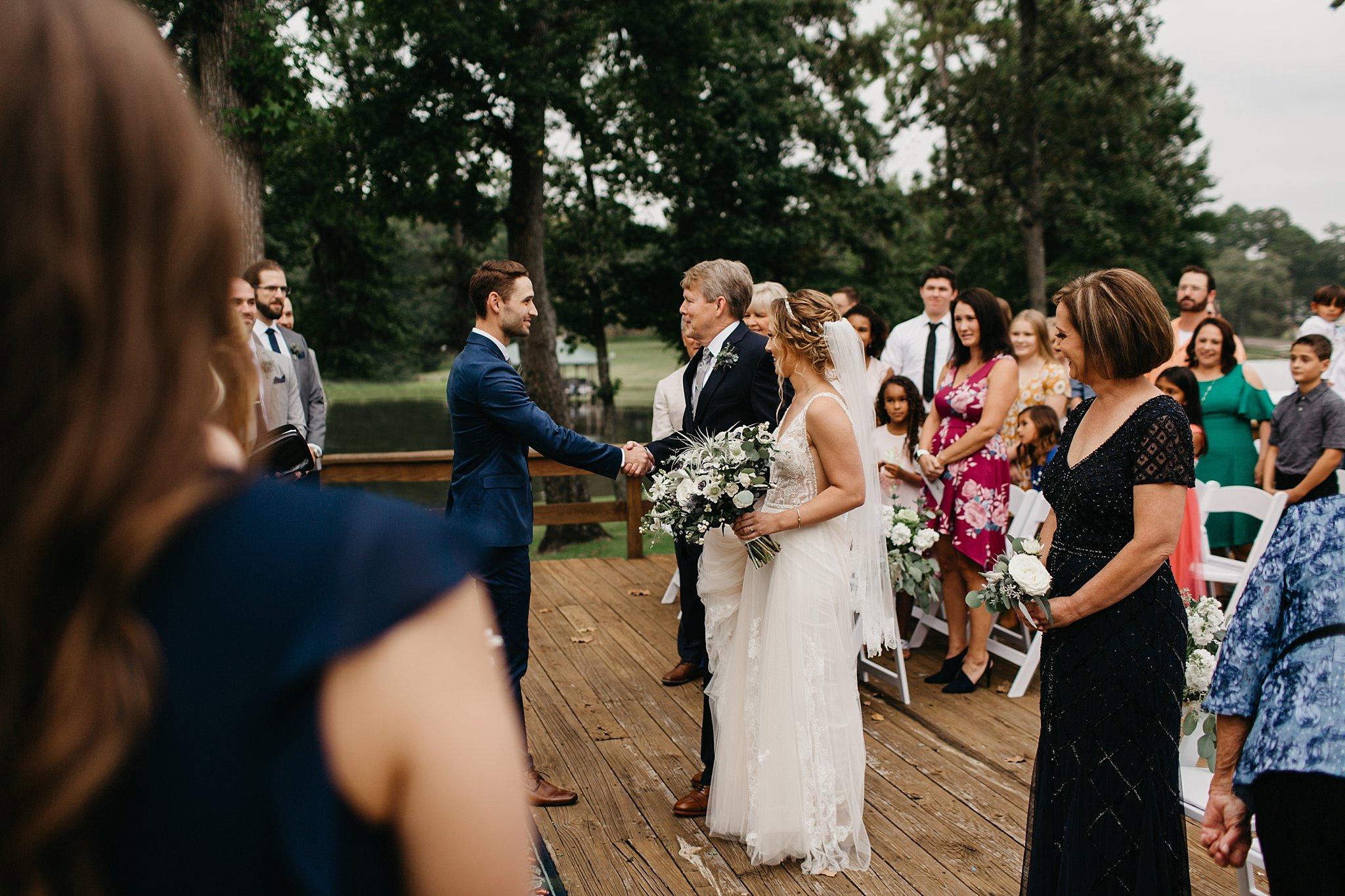Wilderlove Co_Lake Tyler Petroleum Club_Tyler Texas_Wedding Photography_0110.jpg