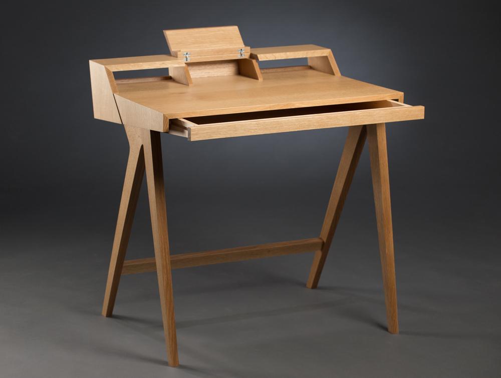 Desk-allopen.jpg
