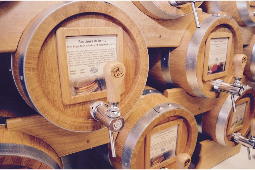 There will be a selection of Whiskey barrels to sample from  Vom Fass
