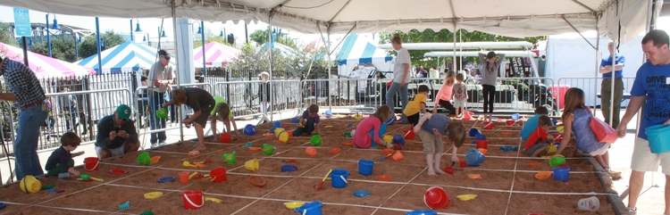 MOCK DIG AT THE RED RIVER REVEL IN 2014. PHOTO BY BRENDA PENDER.
