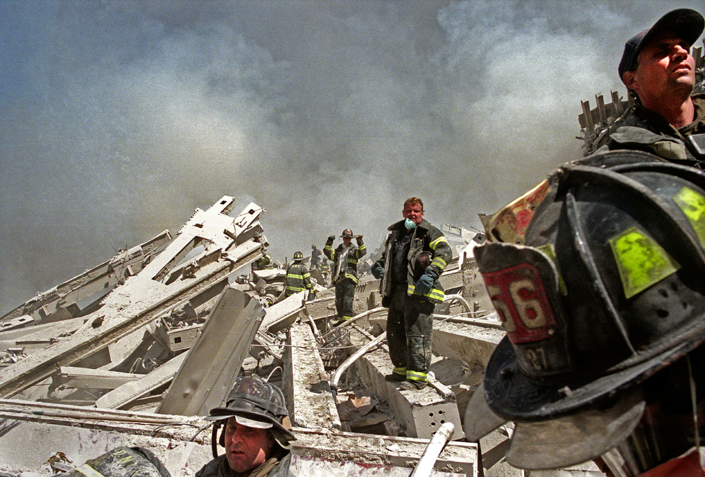 New York, New York  September 11, 2001  Attacks on World Trade Center  Photograph by ALAN CHIN