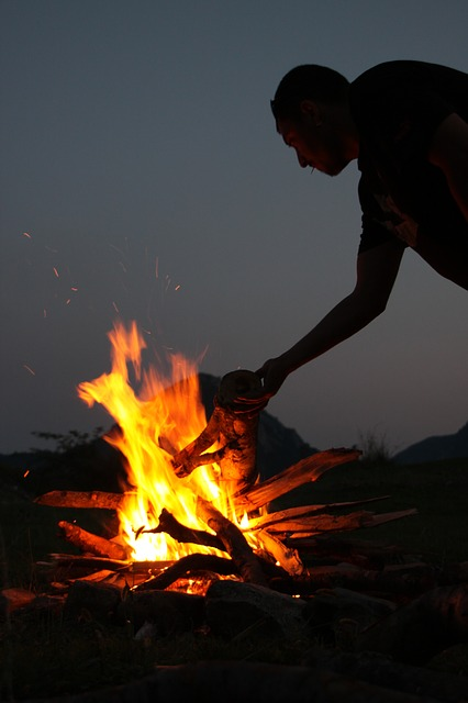 campfire-87377_640.jpg