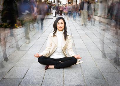 Nasian-woman-meditate-on-busy-street.jpg