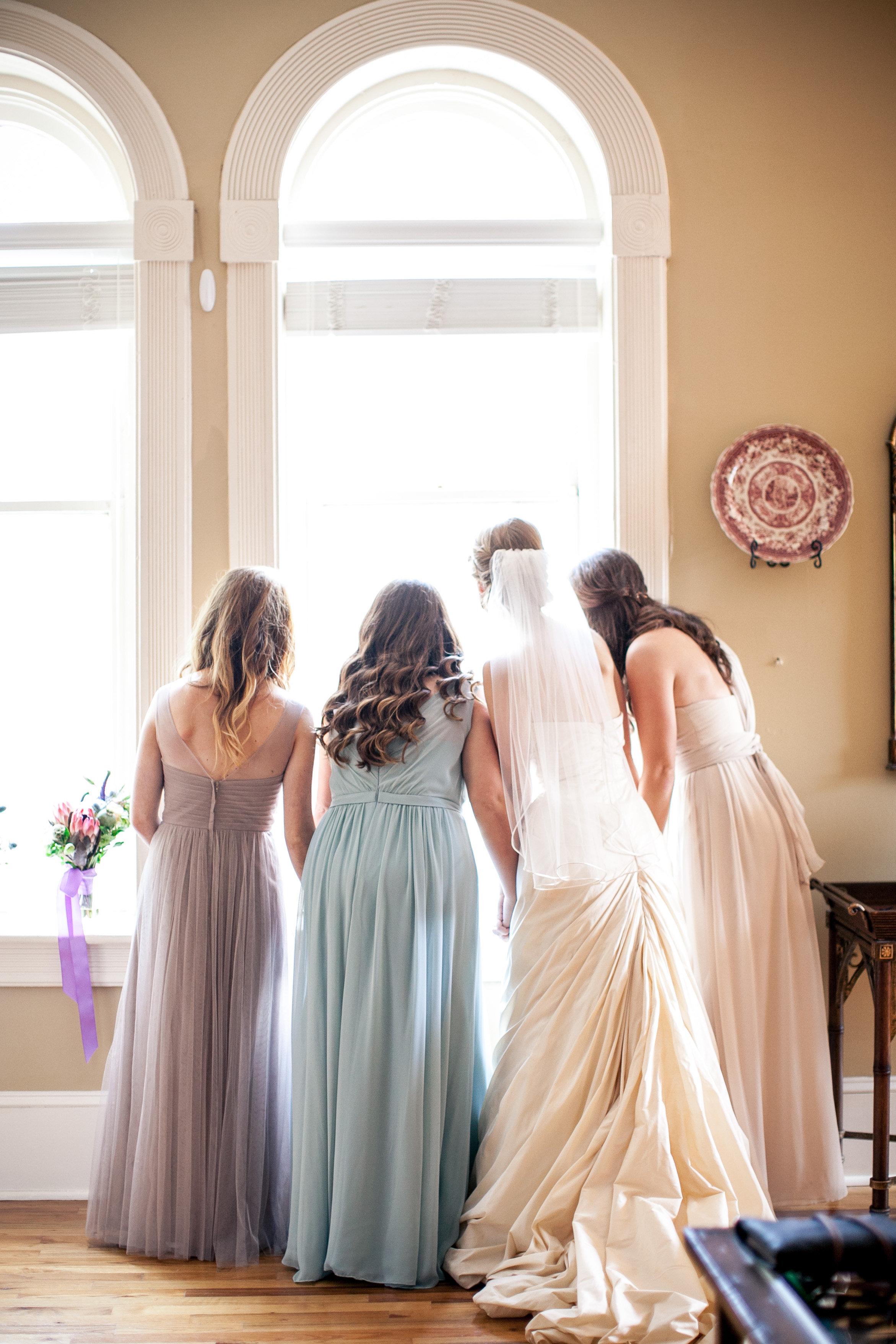 bride bridesmaids getting ready.jpg