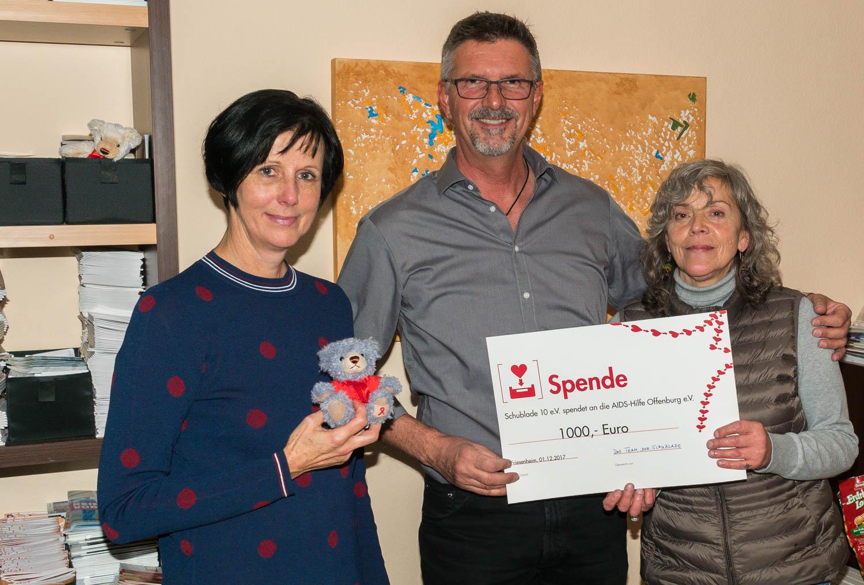 Von links: Andrea Königsmann-Schuppler, Jürgen Lücke (Finanzen) und Stefanie Karadas (stellv. Vorstandsmitglied der Aidshilfe und Ehrenamtliche in der Schublade)
