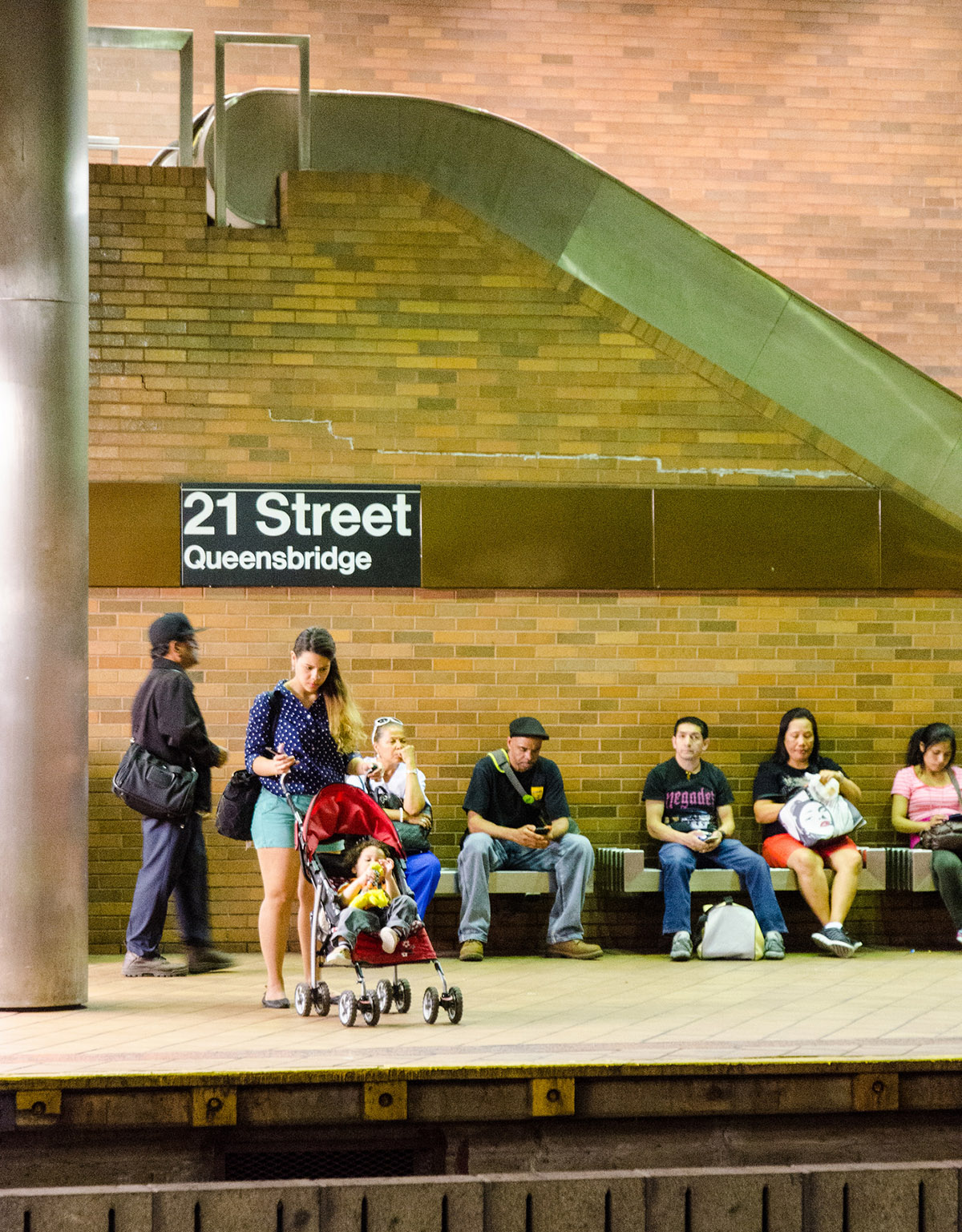 21st Street / Queensbridge subway stop in Queens, NYC.