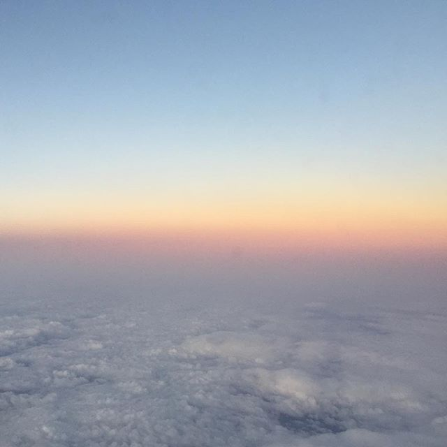 Daybreak spectrum . . . . . . . #travel #takeflight #edinburgh #scotland #daybreak #nofilter #dj #tlgoh #morninglight #abovetheclouds #motherearth #instagood #instadaily #naturallight #lensculture #heavenly #paradis