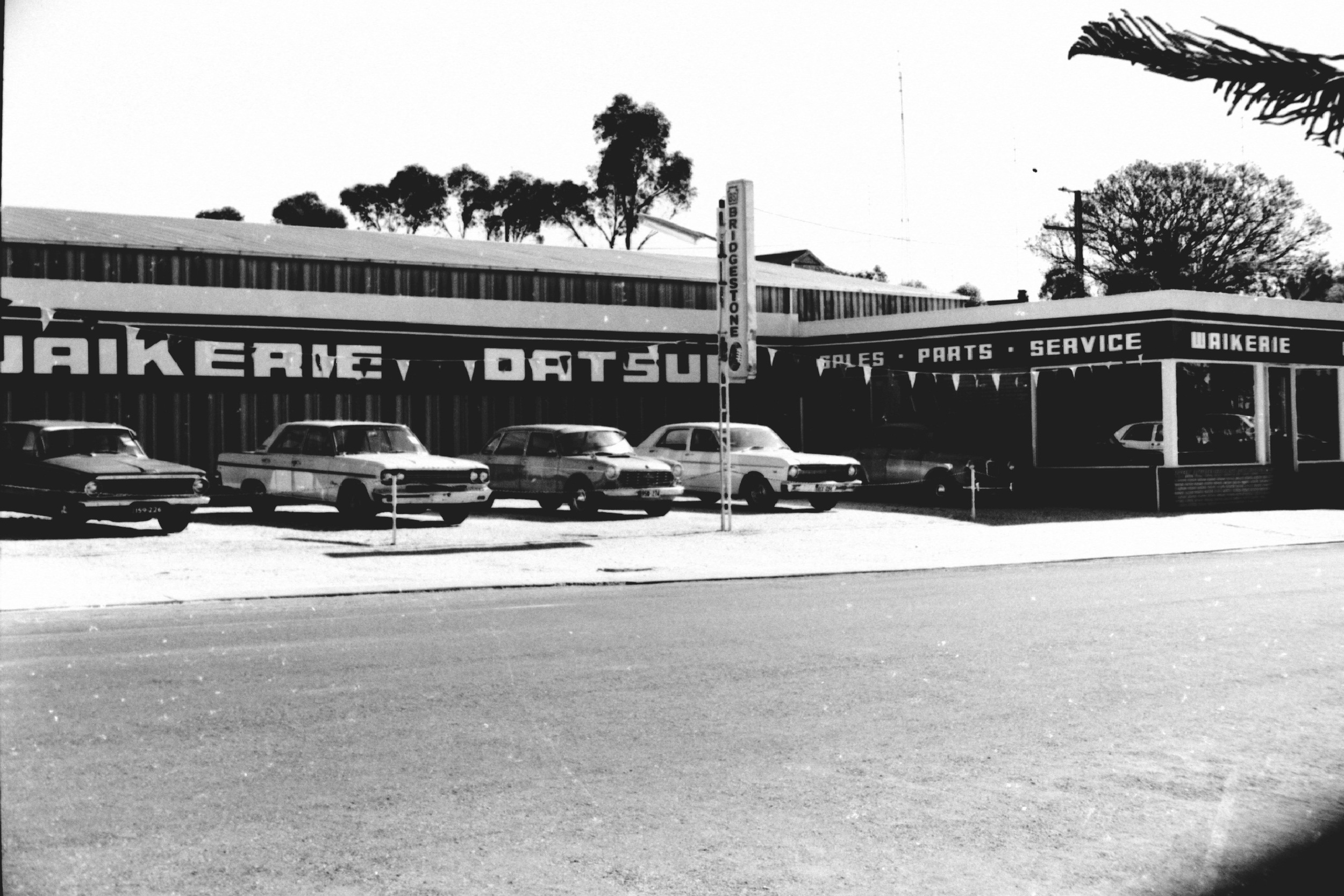 waikerie car yard guess 1975.jpg