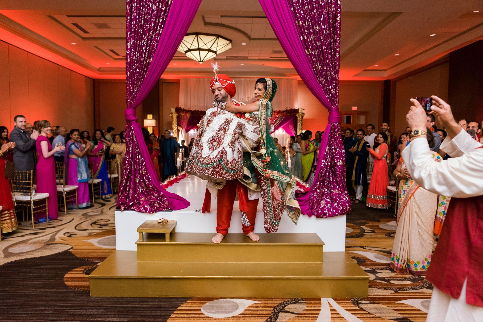ReeyaAman-Wedding-Photography-www.MnMfoto.comMnMfoto-Krishna-Sajan-1253.jpg