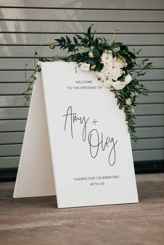 wedding-trends-2019-minimalistic-black-white-bridal-welcome-signs-with-white-flowers-and-greenery-anna-duncan-photography-334x500.jpg