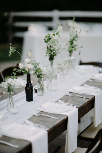 wedding-trends-2019-minimalistic-black-white-tablerunner-centerpieces-with-flowers-in-glass-brad-and-jen-photography-334x500.jpg