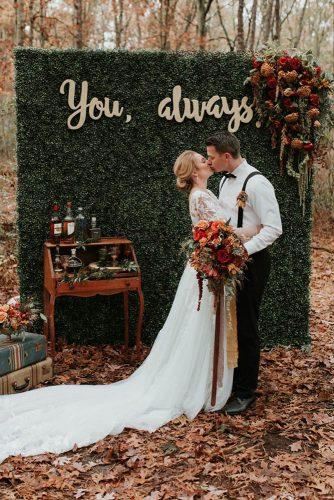wedding-trends-2019-autumn-outdoor-vintage-rustic-greenery-bridal-backdrop-jenniferlarsenphoto-334x500.jpg