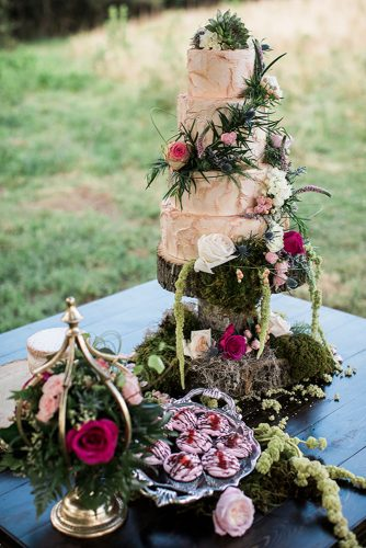 wedding-trends-2019-buttercream-bridal-with-flowers-roses-and-rustic-moss-jasminewhitephotography-334x500.jpg