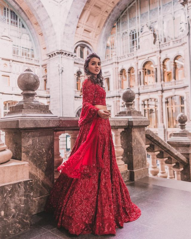 1_Red-Twirling-Lehenga_Indian-Wedding-Outfits-of-Masoom-Minawala_Urbanclap-Weddings-Blog-640x800.jpg