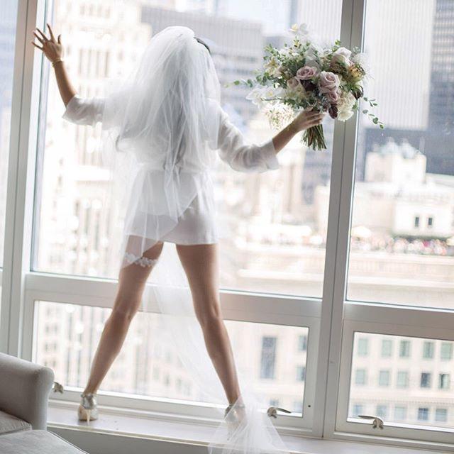 How was YOUR weekend? . #chicagobride #weddingbouquet #chicagoweddingphotographer #elopementphotographer #chicagoelopementphotographer