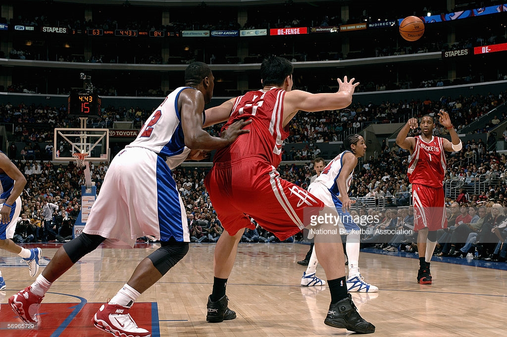 McGrady feeding the ball to Yao ( Noah Graham/Getty Images )