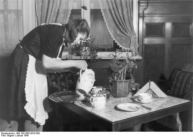 Photo from Wikimedia Commons, Bundesarchiv, Bild 183-2007-0618-500 / CC-BY-SA 3.0