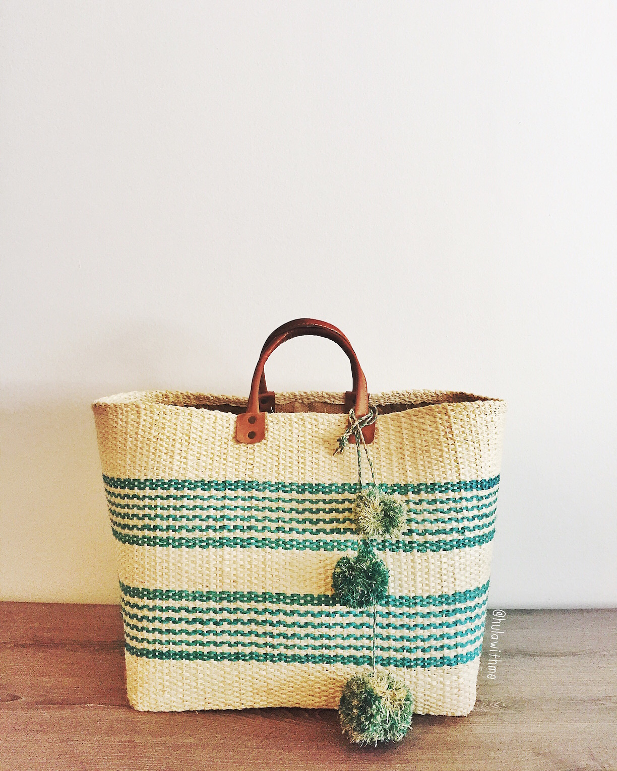 Summer vibe with Mar Y Sol tote bag.