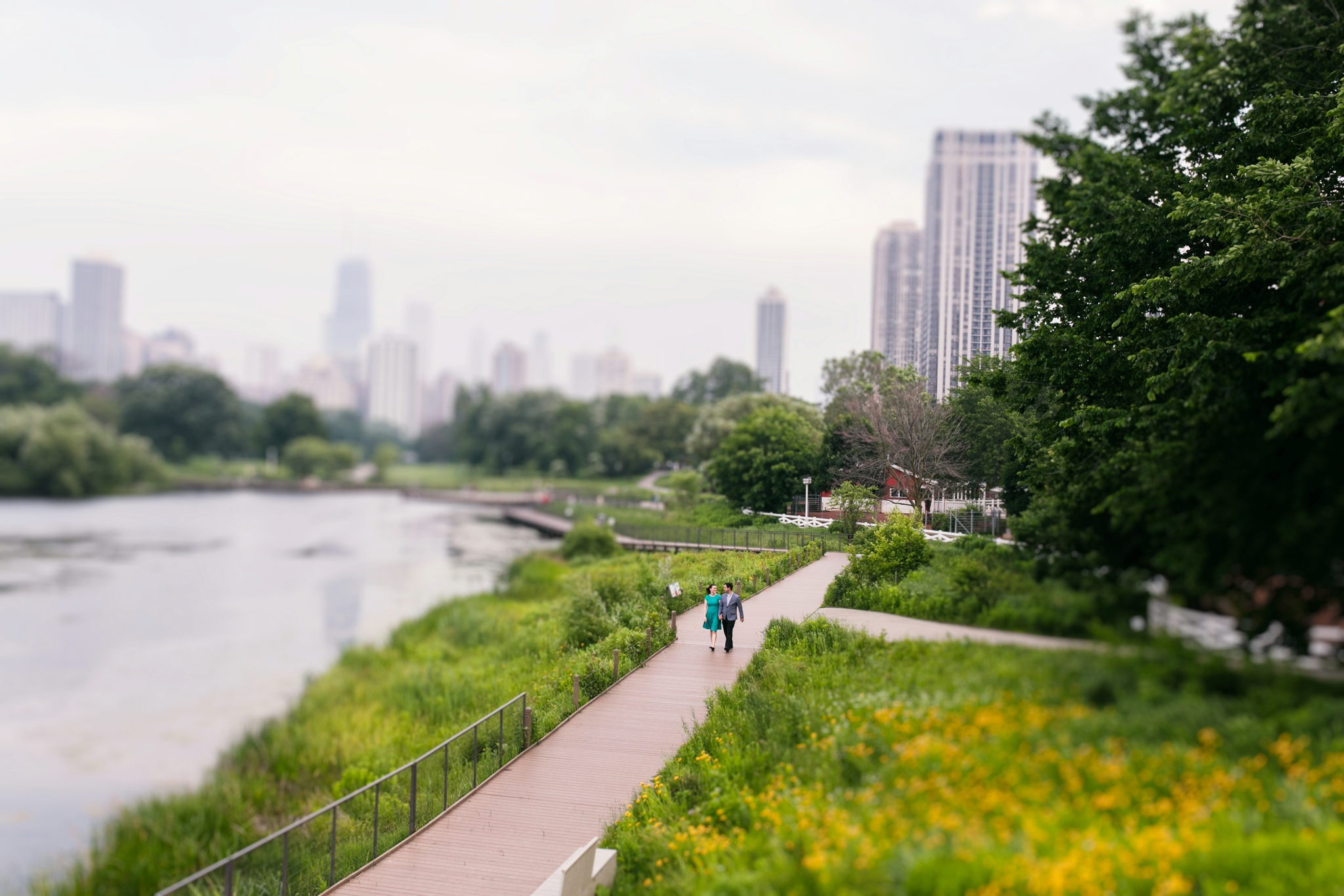 Lincoln_Park_Engagement_Photography-011.jpg