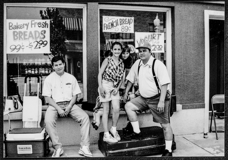 Wishbone Dan Uncle Travis & Kids.jpg