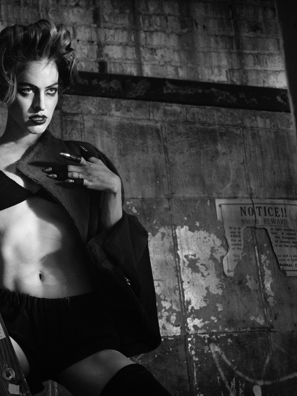 MVA-Edi-407-03-Vogue_Italy.com-Rie_Rasmussen.jpg