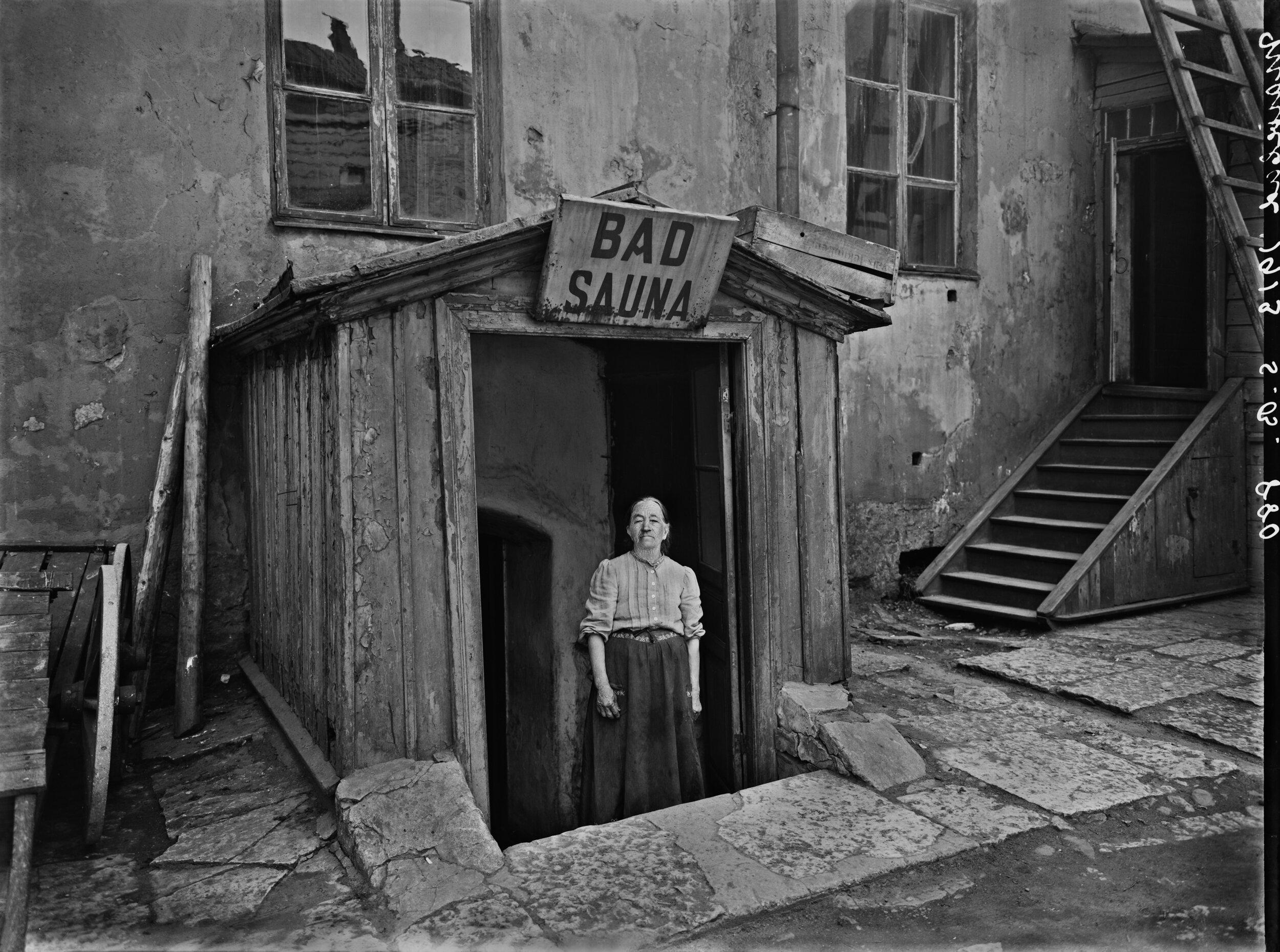 Sauna Marie-Badin sisäänkäynti pihan puolelta.jpg