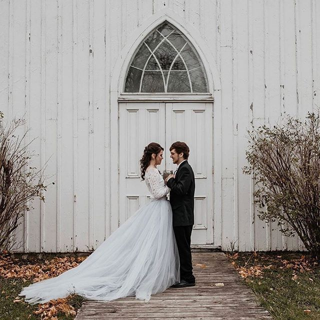 Our Rustic Winter Wedding is featured on @unconventional_wedding's blog!  Dream Team  Concept & Floral @wild_honeyweddings Photo: @amytaylorphotography12 Video: @photographybyshivani Makeup and Hair: @sarahlambeauty Stationary: @redbicyclepaperco Jewelry: @thevaultmilton Model: @brittneyyleanne⠀ Blog: https://unconventionalwedding.co.uk/a-rustic-winter-wedding/