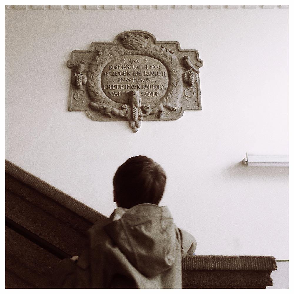 Gründungsstein im Treppenaufgang Gebeleschule