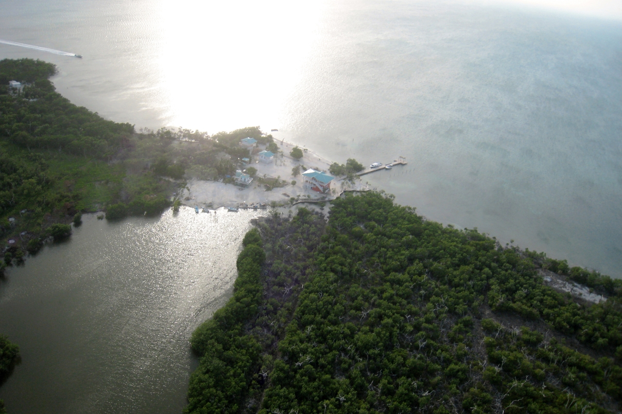 Air View Driftwood Lodge, Caye Caulker, Belize