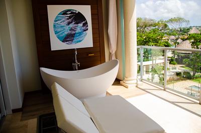 Balcony-Soaking-Tub