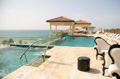 Sandals-Royal-Bahamian-Skypool