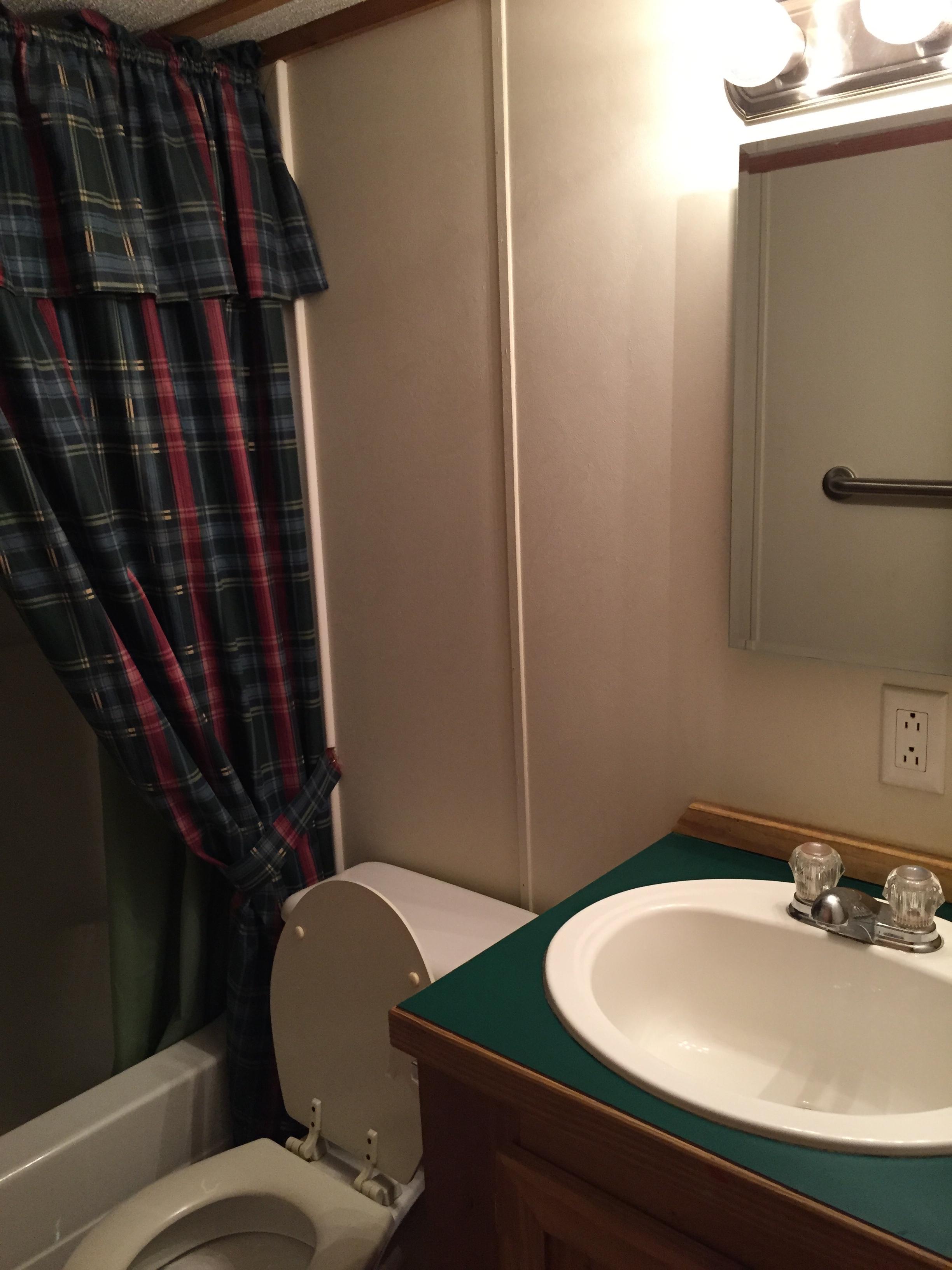 bathroom in stewart lodge