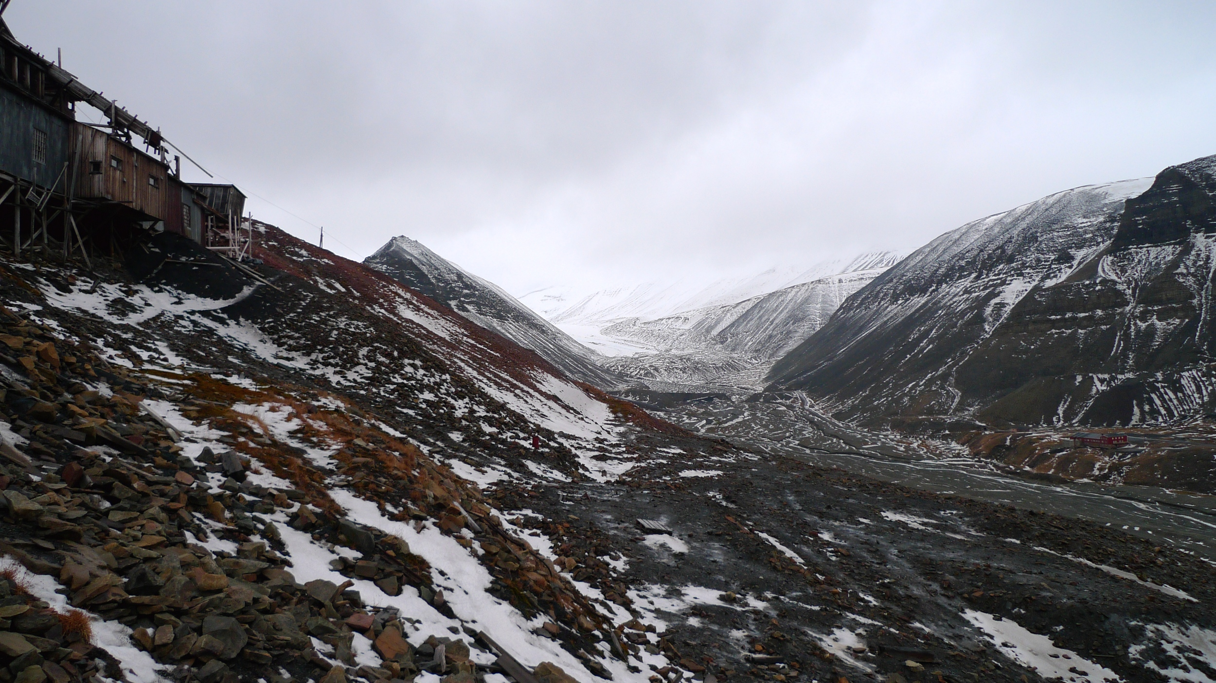 View up the valley towards Larsglacier