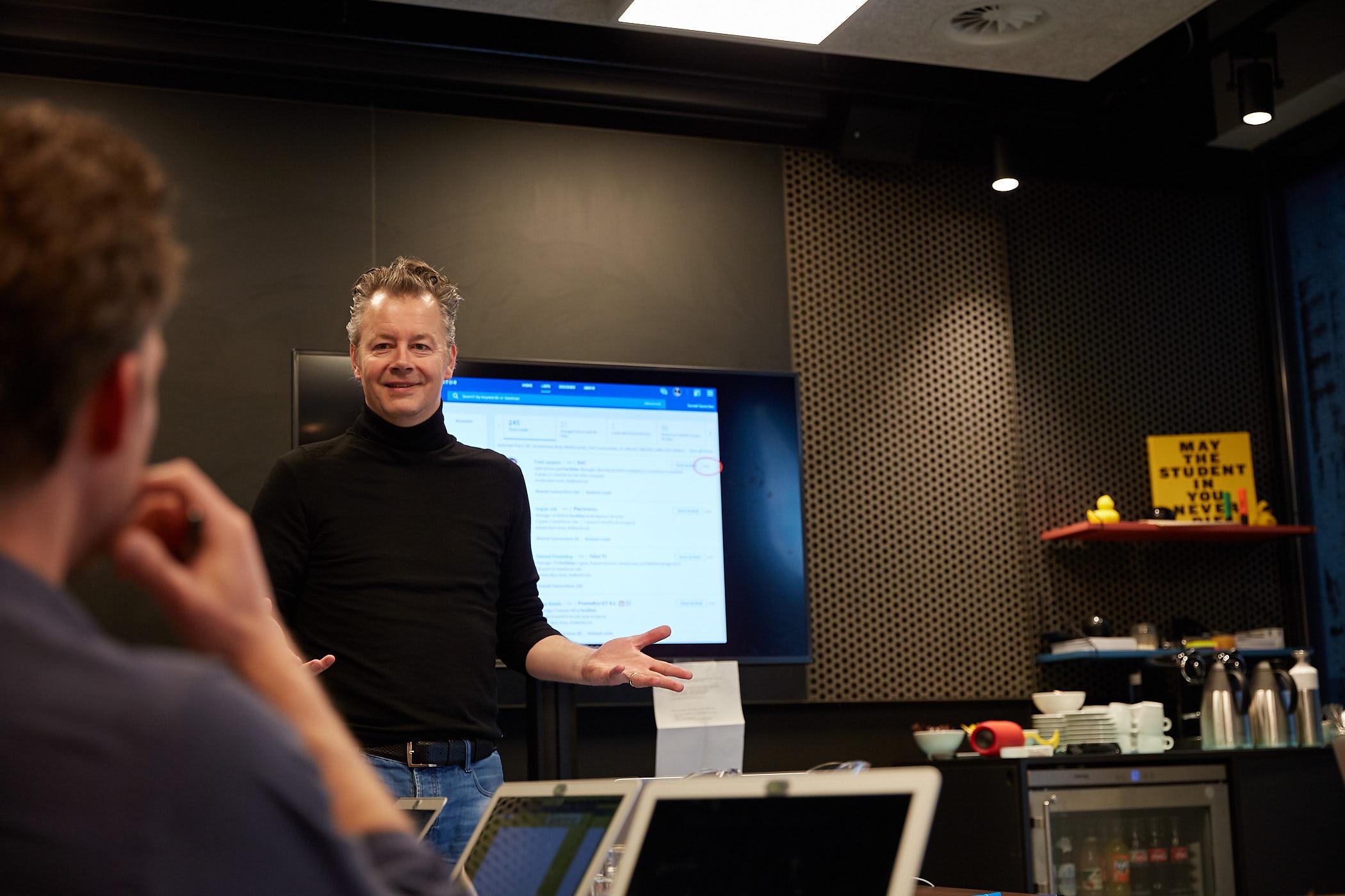 Perry van Beek - LinkedIn Labroom.jpg