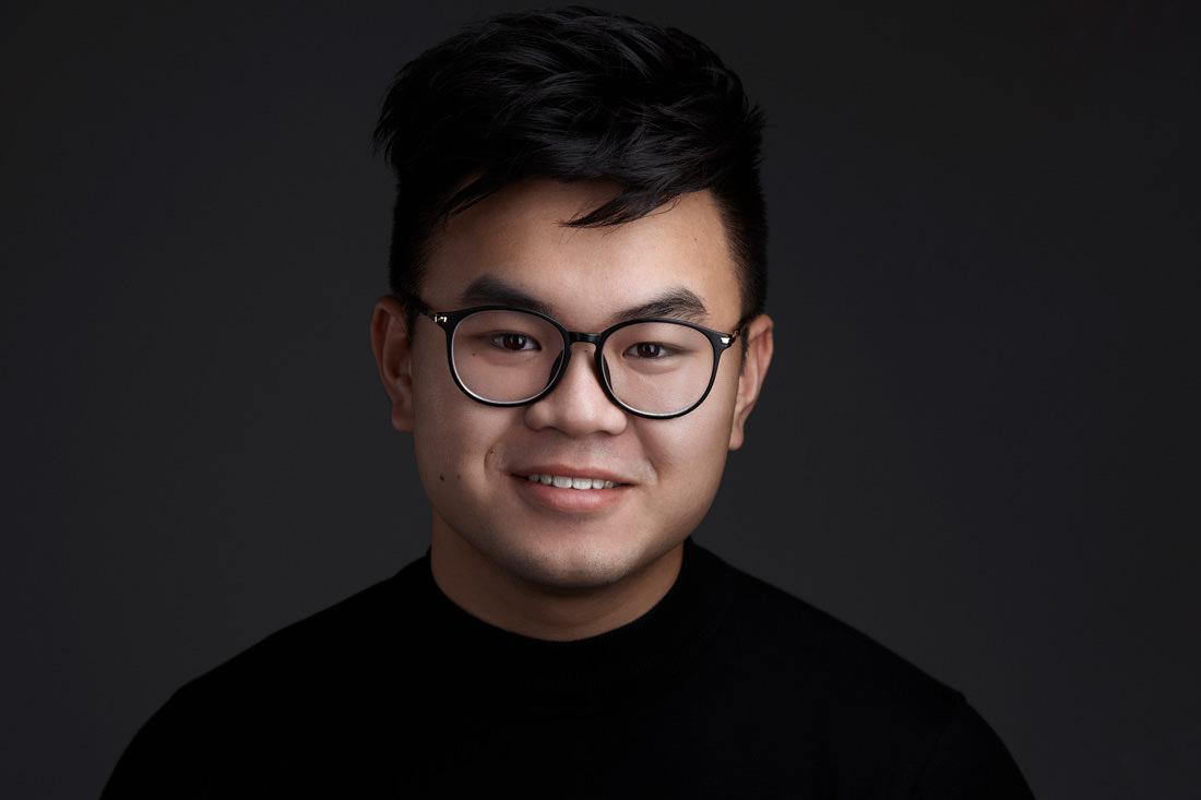 Huy Kieu - ★★★★★Super fotograaf. Je voelt je gelijk op je gemak en zijn foto's zijn van de allerbeste kwaliteit die ik ooit heb gezien voor LinkedIn foto's.