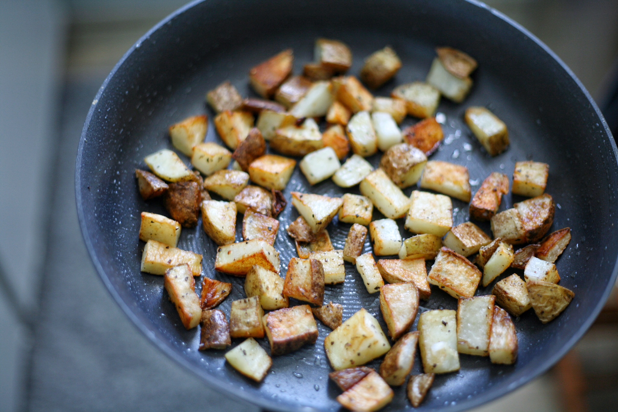Easy_Whole30_Crispy_Breakfast_Potatoes