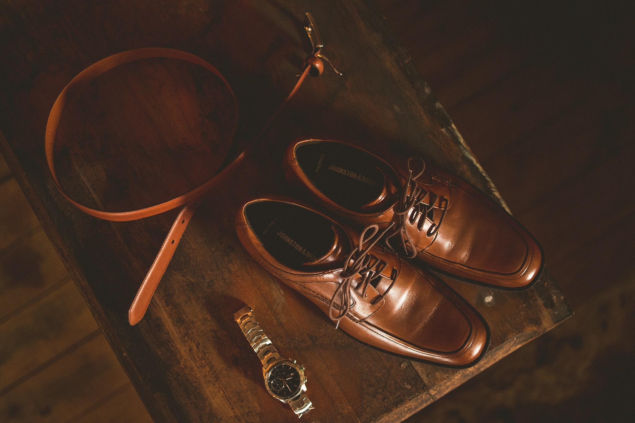 17-rustic-groom-details.jpg