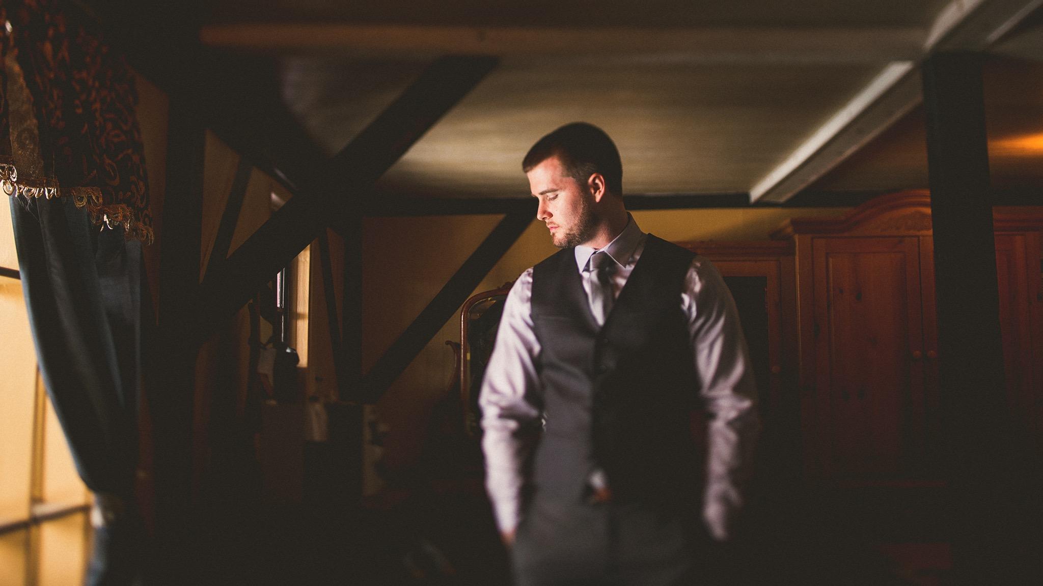 25-emotional-rustic-groom.jpg