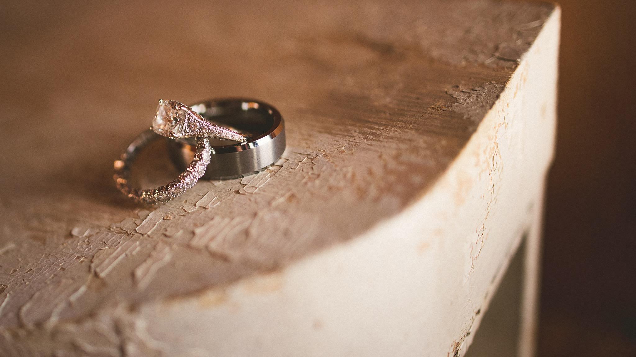 48-rustic-wedding-rings.jpg