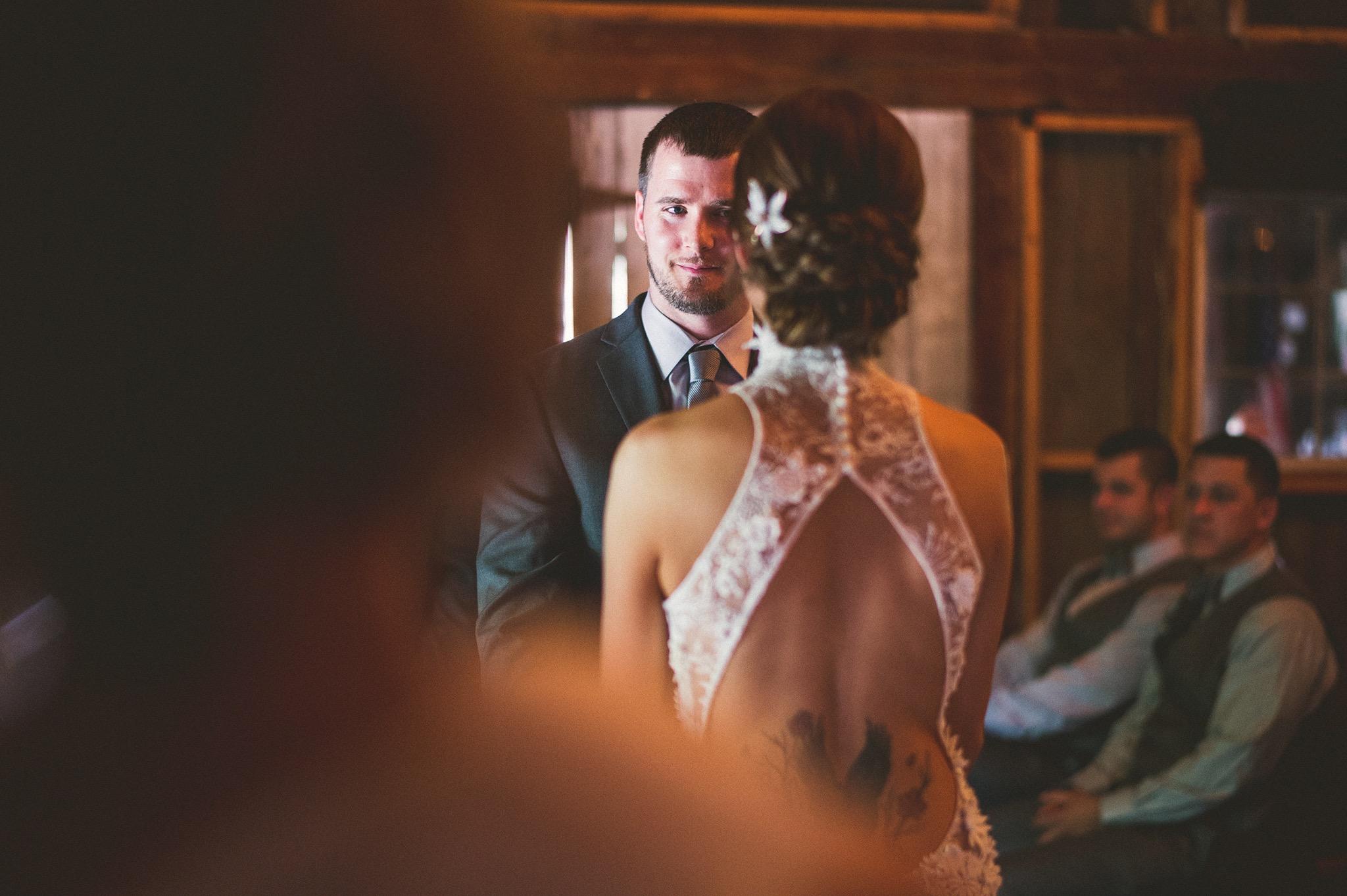58-groom-creatice-candid.jpg