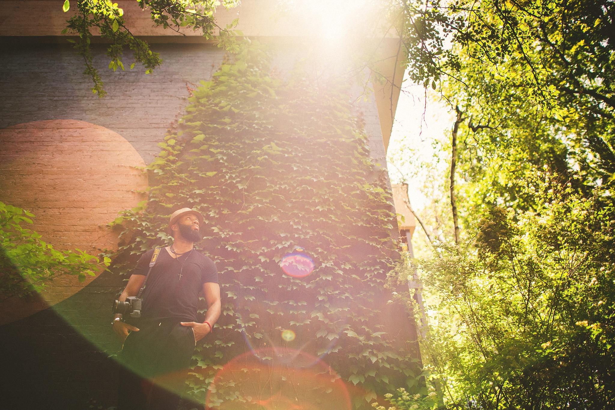 03-groom-sunflare.jpg