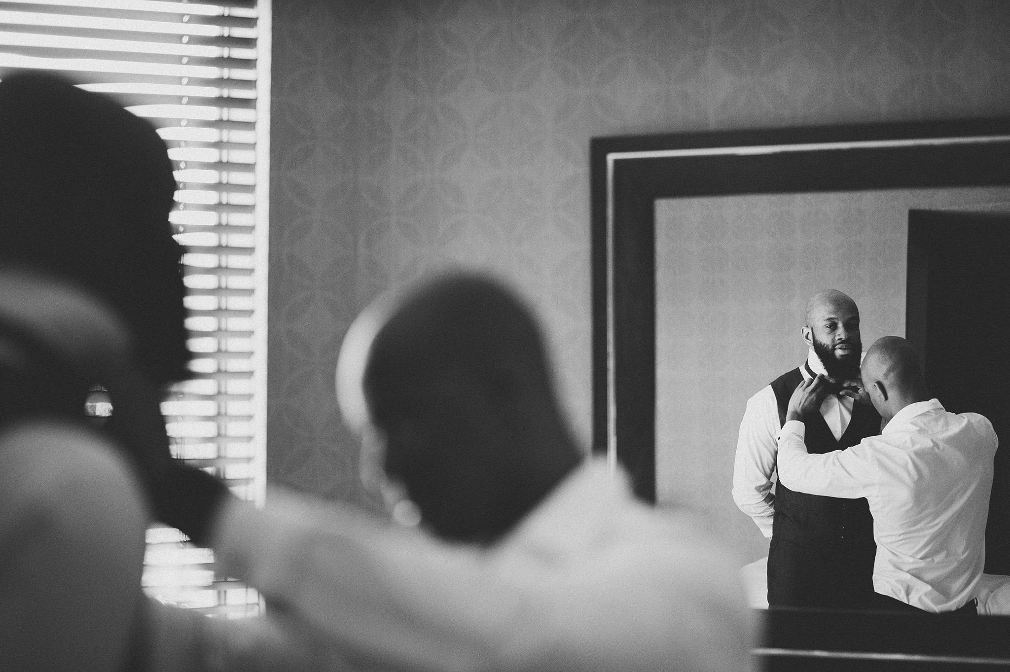 07-bestman-helping-groom.jpg