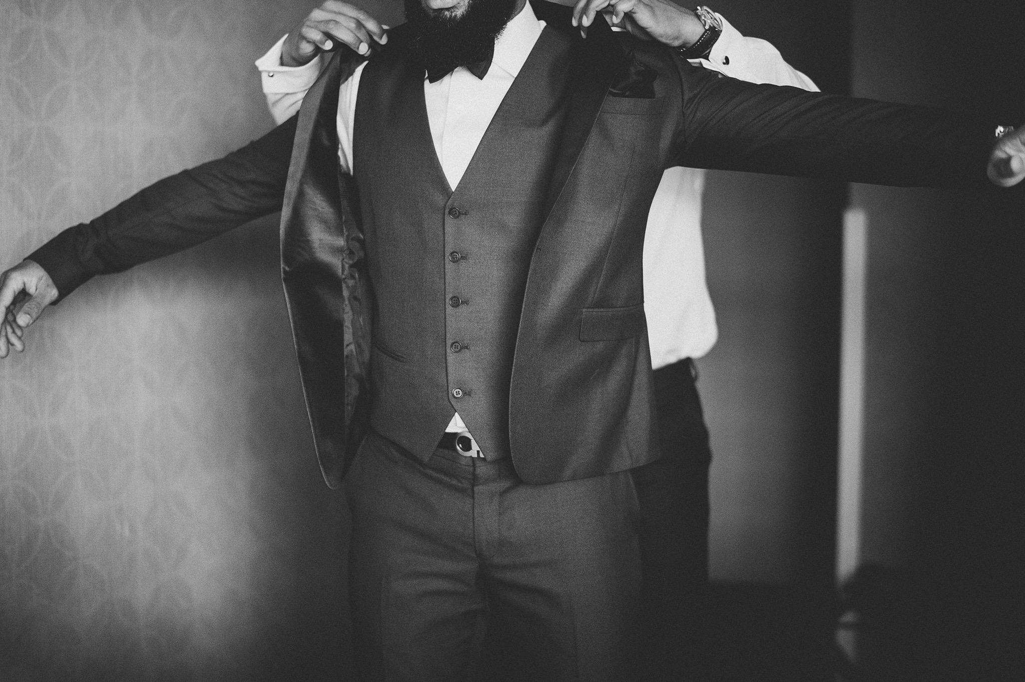 09-groom-and-jacket.jpg