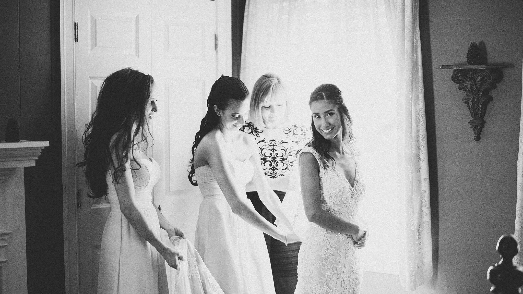 20-traditional-wedding-prep-photos.jpg